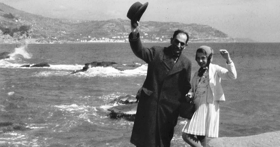 Babits Mihály és Babits Ildikó Olaszországban a tengerparton Török Sophie felvétele