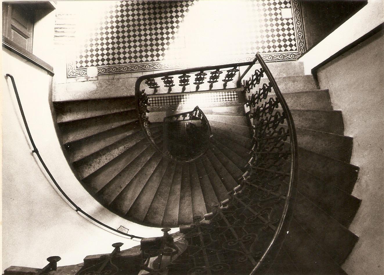 Lépcsőházi szörnyek